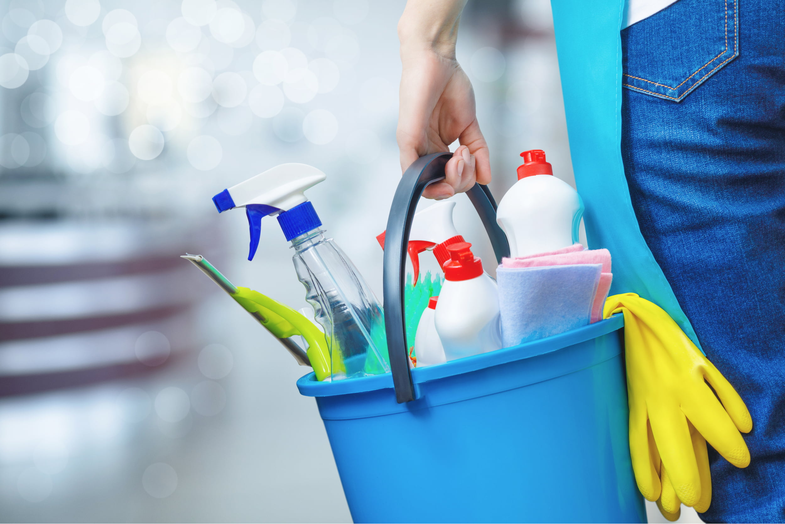 Bucket with cleaning products: spray bottle and sponges. Star Clean Ltd, Cleaning, Cleaners, Commercial Cleaners, Domestic Cleaners. Bath, Bristol